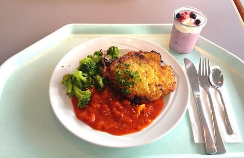 Kartoffel-Zucchinipuffer mit Broccoli & Paprikasauce / Potato zucchini pancakes with broccoli & bell pepper sauce
