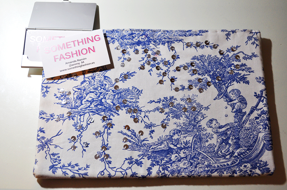 DIY clutch toile de jouy vintage pattern france clothing somethingfashion GIVEAWAY worldwide price contest raffle, valencia fashion blogger spain handsewn clutch