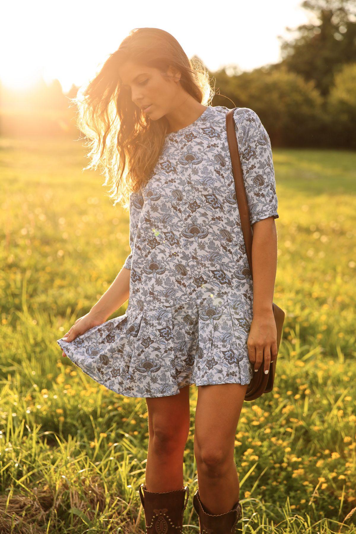trendy_taste-look-outfit-street_style-ootd-blog-blogger-fashion_spain-moda_españa-cowboy-campero-sendra-cowboy_boots-botas_camperas-loewe-bag-bolso-vestido_flores-flower_print-dress-3