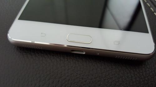 ปุ่มหลัก 3 ปุ่มหน้าของ ASUS Zenfone 3 Ultra