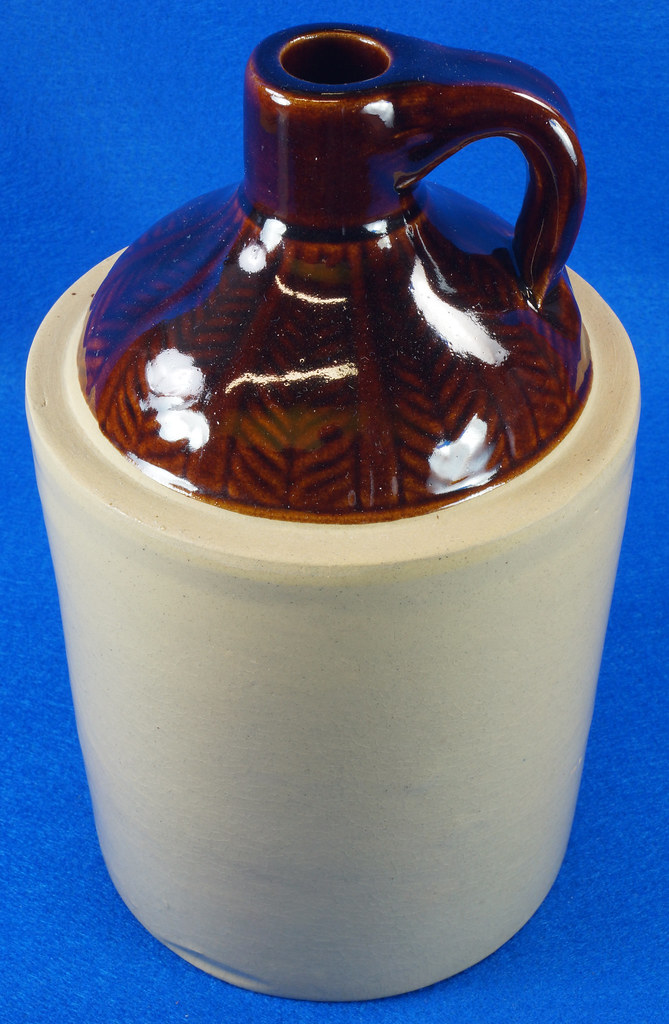 RD14420 Antique Stoneware Crock 1 Gallon Shoulder Whiskey Jug with Top Wheat Pattern DSC06196