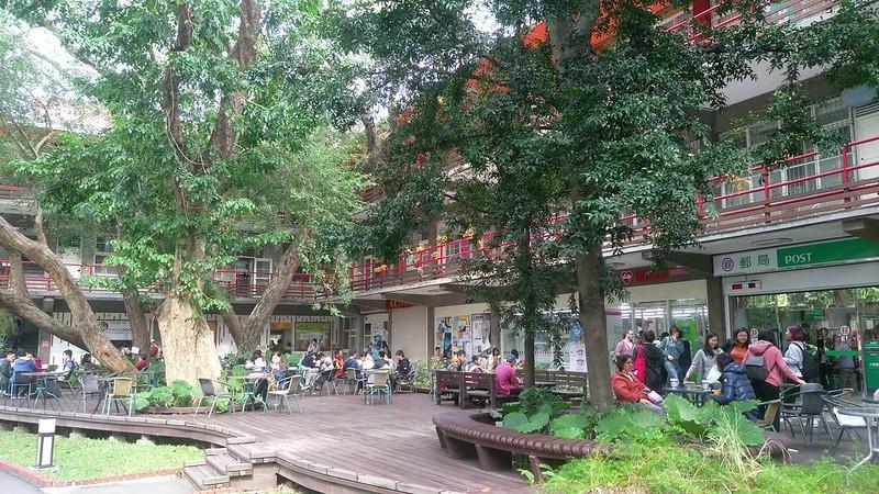 樂智樓為學生經常選擇的覓食地點。圖/蔡旻言攝。