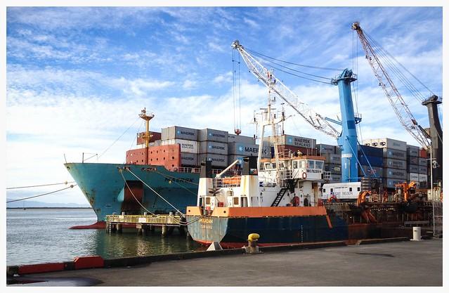 MV Maersk Jaipur at, Apple iPhone 4S, iPhone 4S back camera 4.28mm f/2.4