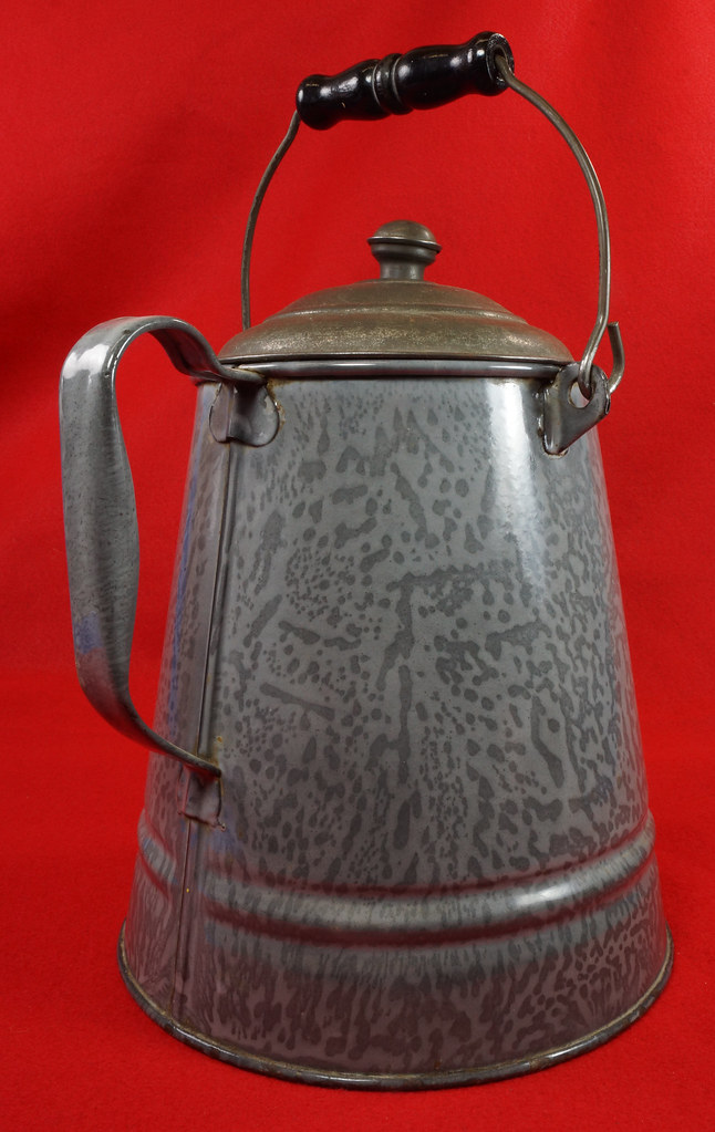 RD14935 Antique Large Gray Graniteware Coffee Pot with Lid & Black Wood Handle DSC07532
