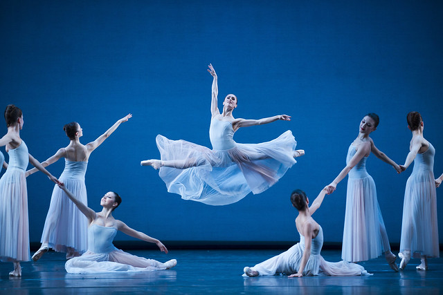 Marianela Nuñez and Artists of The Royal Ballet in Serenade, The Royal Ballet © ROH / Tristram Kenton 2014