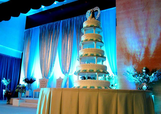 Wedding cake & dais