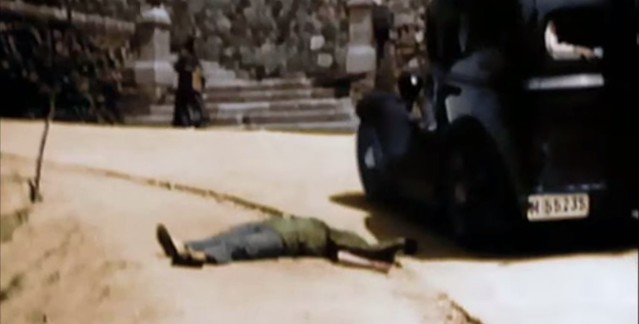 Fusilado por las milicias republicanas junto al comienzo del Paseo de San Cristóbal. Captura de un vídeo real a color de la Guerra Civil en Toledo en el verano de 1936