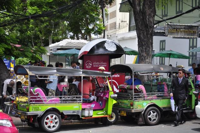 """Los tuc-tuc nos esperan en cada esquina preparados para darnos una """"turistada"""" cómo moverse por bangkok - 14583195686 90e6594266 z - Cómo moverse por Bangkok"""