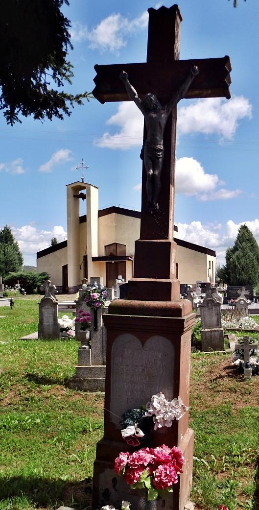 Starý ústredný kríž cintorína