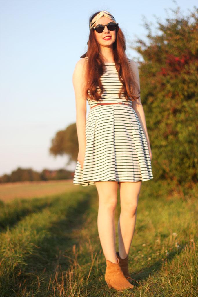 Streifenkleid günstig - Streifenkleid Sommerlook - Kleid und Boots - Bullboxer dicker boots