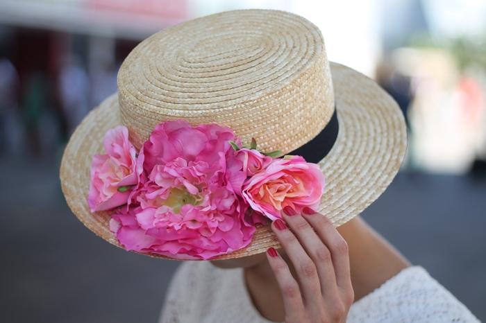 Canotier con flores
