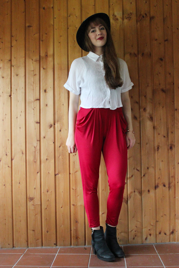 Cropped top kombinieren - how to style a crop top shirt - crop top outfit blogger