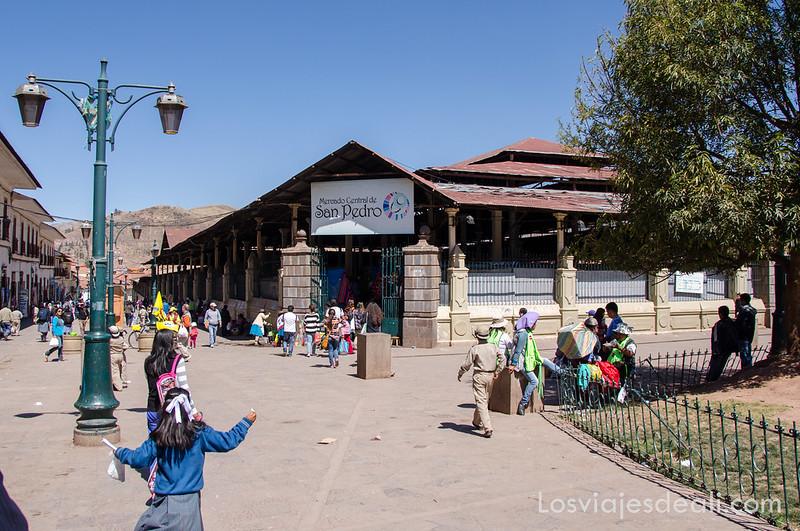 mercado de san pedro de cuzco