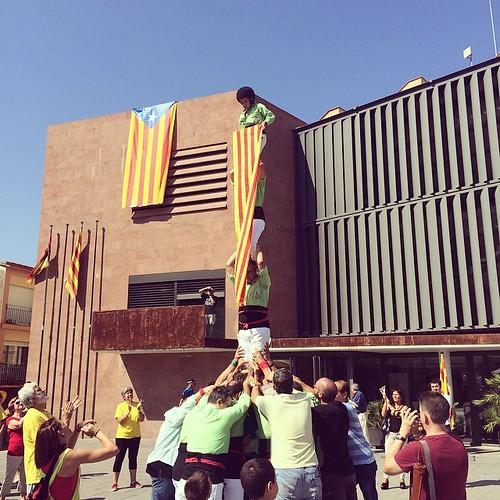 Pilar de 4 dels @VailetsdeGelida a l'entrega de compromisos ciutadans per #9n2014 a #Gelida #Penedès #11s2014 #Catalunya