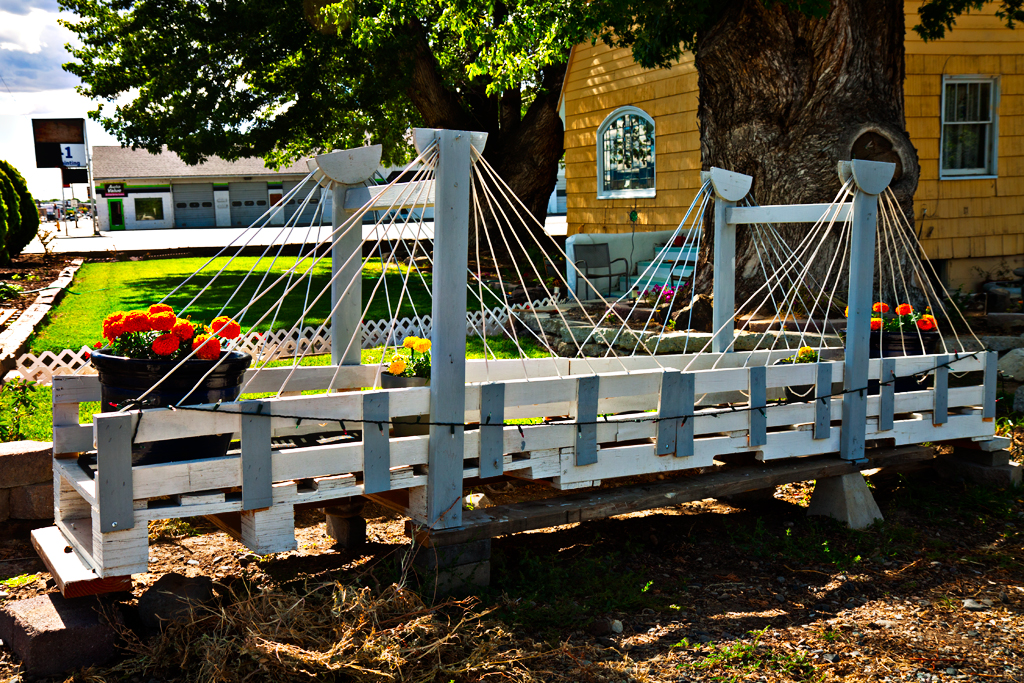Model-Cable-Bridge-outside-home--Kennewick