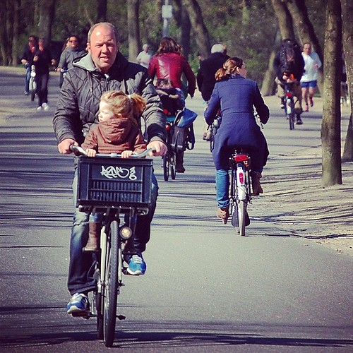 Father and daughter on a bike #daddyday #dutchbike #growingupinholland #bicicleta #cycling #amsterdam #Vondelpark