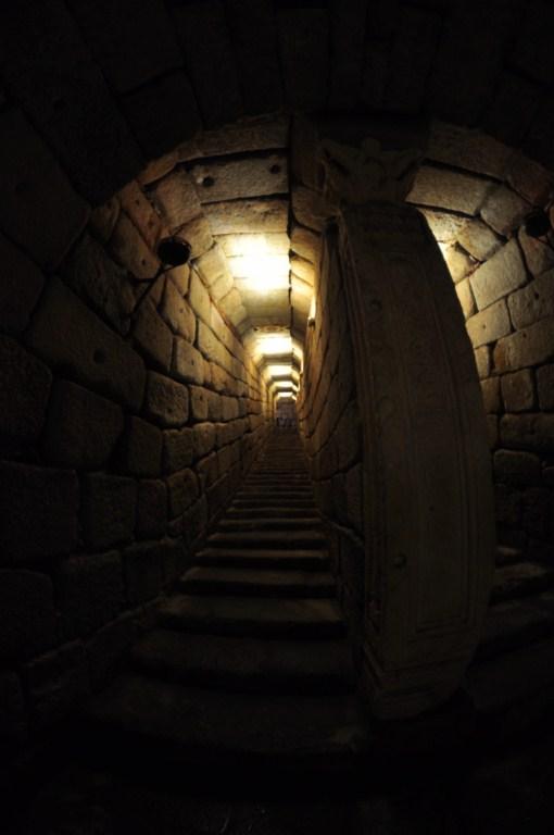 Entrada al Aljibe de la Alcazaba Árabe de Mérida El aljibe de la Alcazaba de Mérida - 14664430107 9b7988f1bd o - El aljibe de la Alcazaba de Mérida