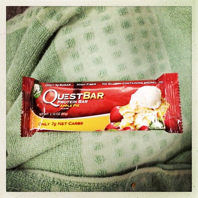 Quest Bar review - Apple Pie-001