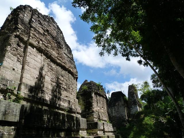 Plaza de los siete templos de Tikal (Guatemala)