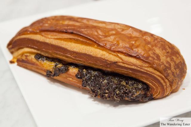 Plié au chocolat (Chocolate & Custard Croissant).