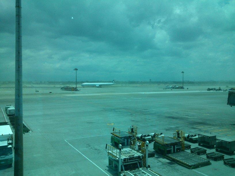 前往月明洞自然聖殿前-桃園機場窗外景