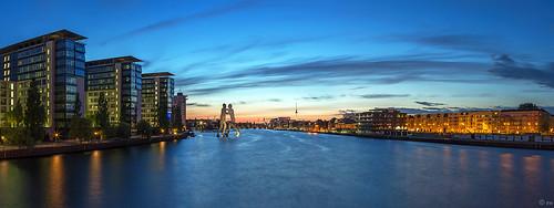 sunset panorama berlin skyline deutschland europa himmel stadt architektur fernsehturm blau hafen spree häuser moleculemen abends blauestunde osthafen immobilien bürostadt bürofläche frankherrmann