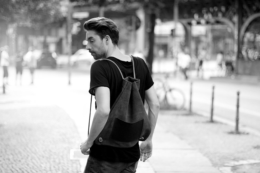 Hevan Berlin backpack couple shooting Berlin Kreuzberg cute story fashion men girl boy nautical river fashion blogger CATS & DOGS Ricarda Schernus 12
