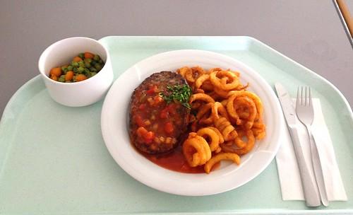 """Rinderhacksteak """"Mexico"""" mit Twister Fries / Beef salisbury steak """"Mexico"""" with twister fries"""