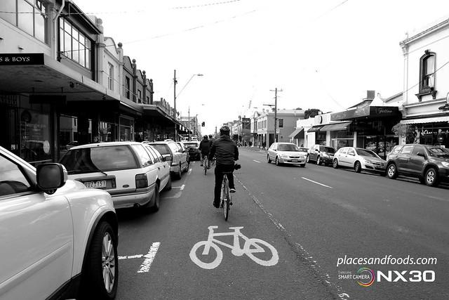 Melbourne city bw bike lane