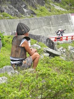 著傳統服裝的達悟族人。(攝影:董景生)