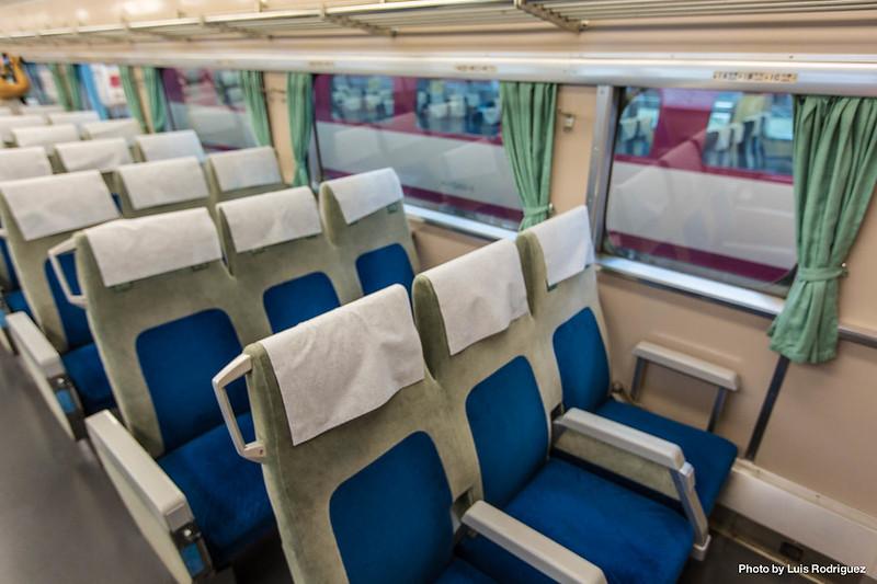 Interior de un shinkansen de la serie 0