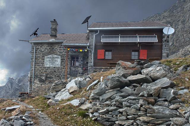 Cabane Valsorey, (Alt 3037. m)section La Chaux-de-Fonds. C. A. S.