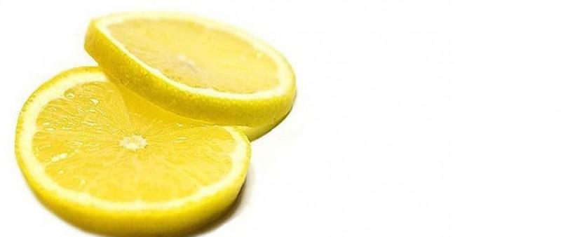 15 důvodů, proč byste měli pít vodu s citrónem