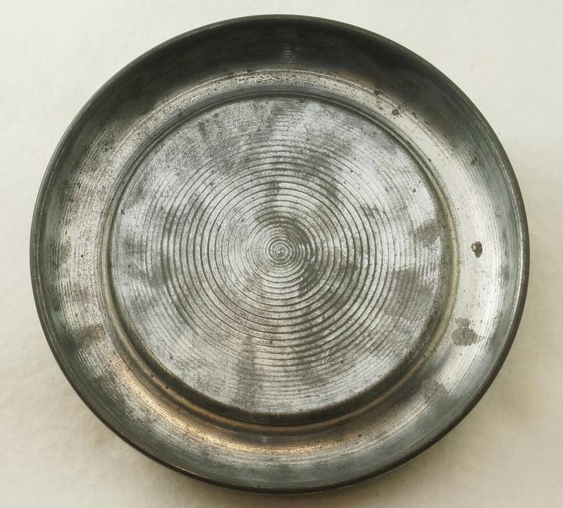 RD15027 Vintage Wind Up Music Powder Trinket Box Dutch Boy Round Aluminum DSC06801