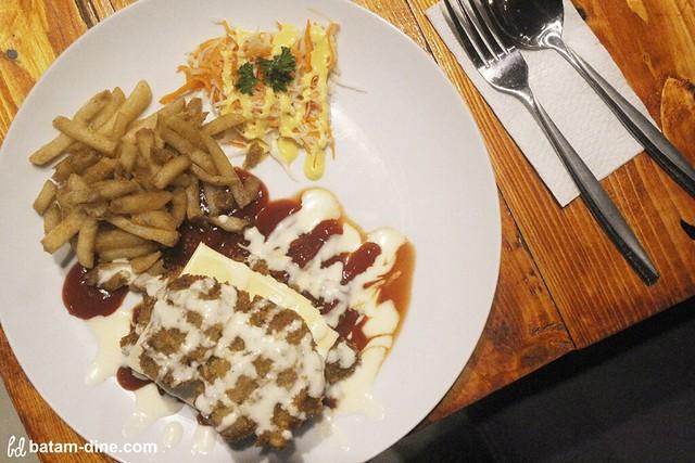 Chicken Schnitzel with Cheese - Rp66.000