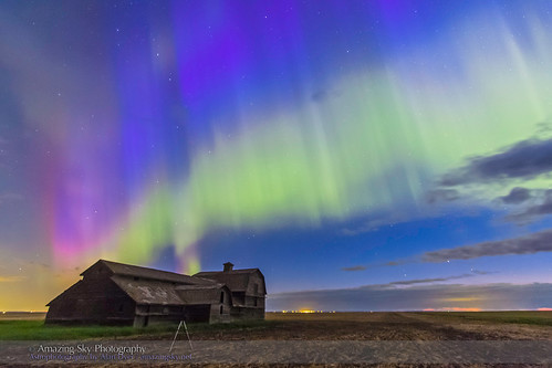 Shooting the Aurora over Old Barn #1 (June 7-8, 2014)