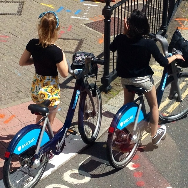 Cycle Chic girls in sunny London #sunflowers