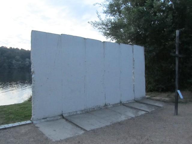 Mein ernstes Stück Mauer. Am Griebnitzsee.