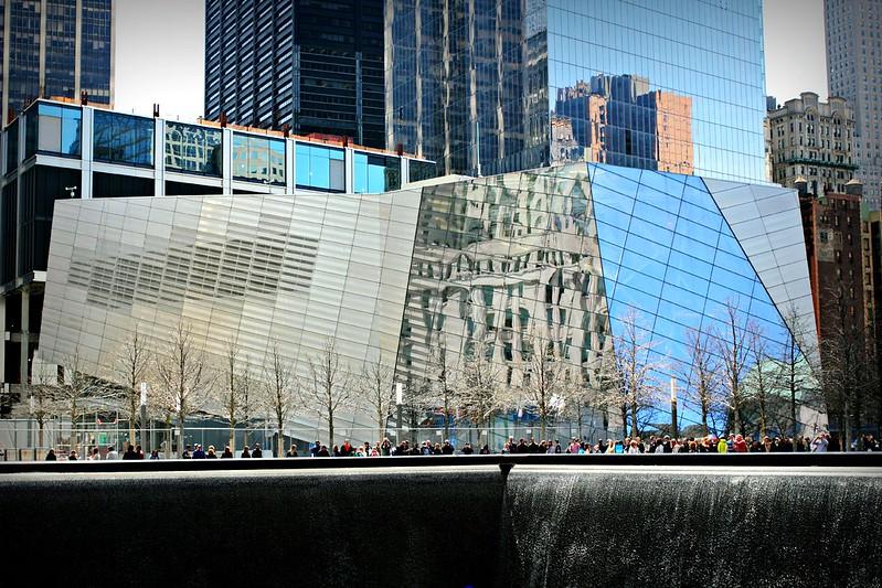 WTC-museo muistomerkin yhteydessä