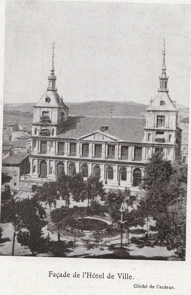Ayuntamiento a comienzos del siglo XX. Fotografía de Élie Lambert publicada en su libro Les Villes d´Art Célebres: Tolède (1925)
