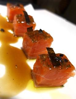 Daus de salmó marinat amb salsa de mostassa i mel