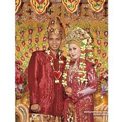 *follow our instagram: @poetrafoto.   #foto #wedding Aqsa+Lia dengan #bajupengantin #pengantin #melayu #weddingdress | #weddingday #weddingceremony at #pekanbaru #riau #indonesianwedding   #weddingphoto by @poetrafoto #indonesianweddingphotographer