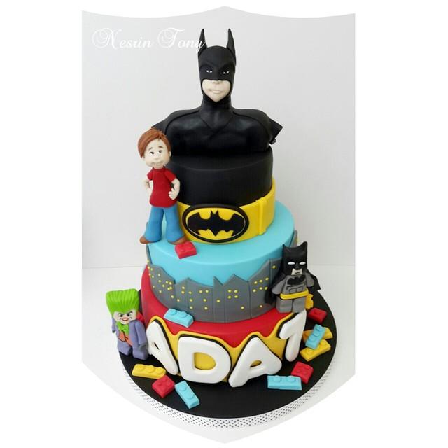Batman bu kez Ada için şekillendi ve Lego temasıyla birleşti. .. Nice güzel yaşları olsun. .. #batmanlegocake  #batman  #batmancake #birthdaycake  #nesrintong