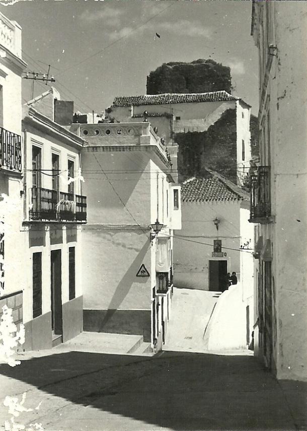 La antigua calle Moreno de Mora y el antiguo Ayuntamiento, donde ahora está la Oficina de Turismo. Foto: ANTONIO SÁNCHEZ <a href=