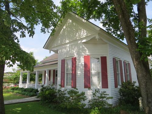 House 305 Kirkland St Abbeville AL