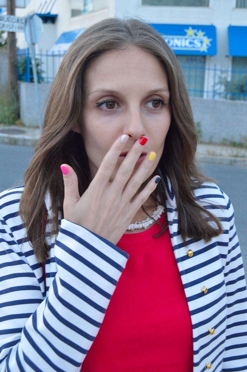 lara-vazquez-madlula-blog-style-stripes-look-multicolor-nails-adriana-inspiration