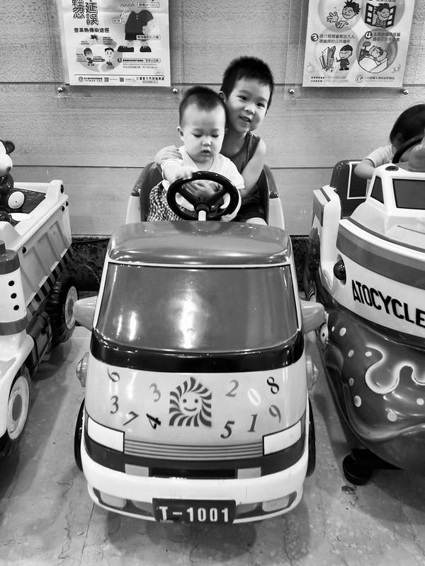 小人弟:哥哥我帶你出去玩