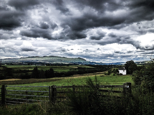 Drymen United Kingdom Picture : Scotland 101: there are clouds... always!