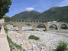 devil's bridge(0.0), reservoir(0.0), mountain pass(0.0), aqueduct(1.0), arch bridge(1.0), viaduct(1.0), infrastructure(1.0), bridge(1.0),