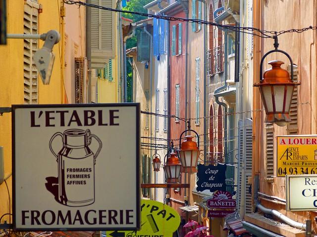 Calle de Antibes (Provenza, Costa Azul, Francia)